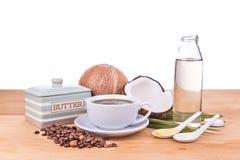 Café a prueba de balas con aceite de coco virginal y mantequilla orgánica Foto de archivo