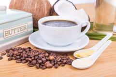 Café a prueba de balas con aceite de coco virginal y mantequilla orgánica Fotografía de archivo