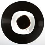 Café que está em um registro de vinil Fotografia de Stock