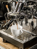 Café que está sendo feito no coffeeshop Fotografia de Stock