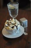 Café quente com água de gelo Imagens de Stock Royalty Free