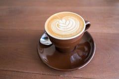 Café quente com arte do latte Fotografia de Stock