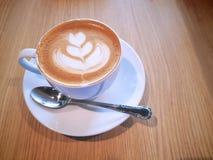 Café quente com flor cremosa Art Pattern imagens de stock royalty free