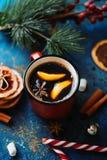 Café quente com um anis e uma laranja Imagens de Stock Royalty Free