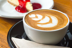 Café quente da arte do leite imagens de stock