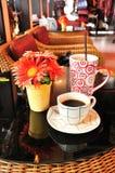 Café quente e frio na cafetaria Foto de Stock