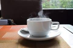 Café quente na manhã imagem de stock