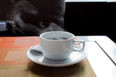 Café quente na manhã imagem de stock royalty free