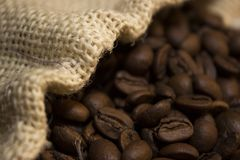 Café renversé hors du sac Photos stock