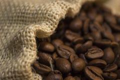 Café renversé hors du sac Images stock