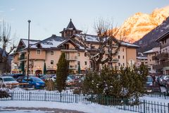 Café, restaurante no centro da cidade, Chamonix, França Fotografia de Stock