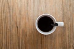 Café sólo caliente en la tabla de madera Imagen de archivo