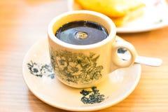 Café sólo chino oriental tradicional en taza del vintage Imágenes de archivo libres de regalías