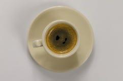 Café sólo delicioso en una taza de cerámica hermosa Imagen de archivo libre de regalías