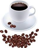 Café sólo en la taza y los granos de café blancos Fotografía de archivo
