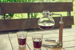 Café sólo en tarro del vidrio y del café imágenes de archivo libres de regalías