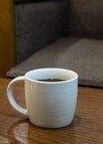 Café sólo en taza Imagenes de archivo