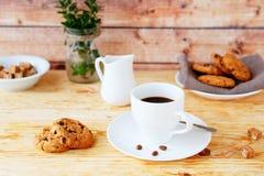 Café sólo y galletas para el desayuno imágenes de archivo libres de regalías