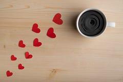 Café sabroso caliente, el día de tarjeta del día de San Valentín Imagenes de archivo