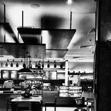 Café in Schwarzweiss Lizenzfreie Stockfotografie