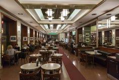 Café Slavia à Prague Photographie stock