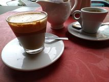 ¿Café solamente o latte? fotografía de archivo libre de regalías
