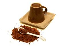 Café soluble et tasse inversée Photographie stock libre de droits