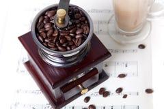 Café sur la musique de feuille image stock