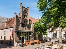 Café sur la place de Groenmarkt à Amersfoort, Pays-Bas Photographie stock libre de droits