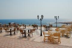 Café sur la plage tropicale images stock