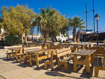Café sur la rue dans Rethymno Photos stock