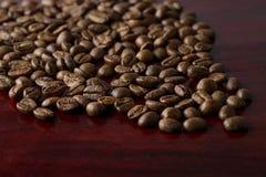 Café sur le fond en bois grunge photo stock
