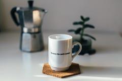 Café sur une table Images stock