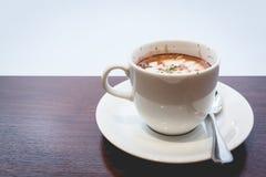 Café sur une table en bois Image stock