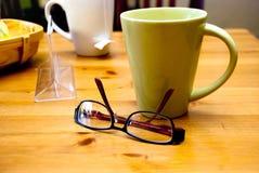 Café, té y vidrios Fotos de archivo libres de regalías