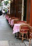 Café típico en París Imagen de archivo libre de regalías