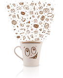 Café-tasse avec les icônes tirées par la main de media Photo stock