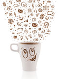 Café-taza con los medios iconos dibujados mano Imagen de archivo