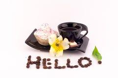 Café, torta y flores Imágenes de archivo libres de regalías