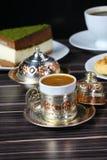 Café turc et gâteau photos stock