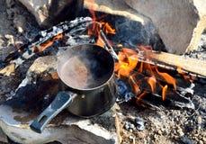 Café turc sur des flammes Image libre de droits