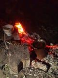 Café turc sur le feu de camp Image stock