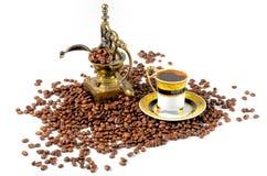 Café turco com moedor e feijões Fotos de Stock Royalty Free