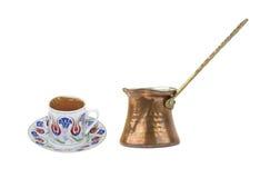 Café turco con el pote tradicional del coffe de la taza y del cobre del adorno de los otomanos Imagenes de archivo