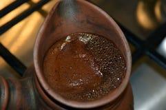 Café turco no cezve Imagens de Stock Royalty Free
