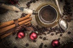 Café turco no potenciômetro de cobre do coffe imagens de stock royalty free