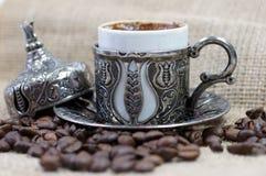 Café turco tradicional con los granos de café Imagen de archivo libre de regalías