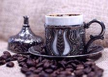 Café turco tradicional con los granos de café Fotografía de archivo libre de regalías