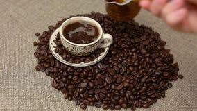 Café turco y granos de café metrajes