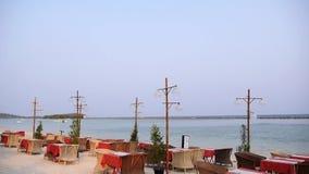 Café vazio da praia em uma costa de mar bonita do recurso video estoque